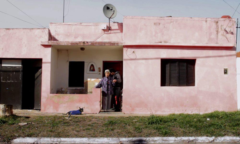mariela-devant-maison